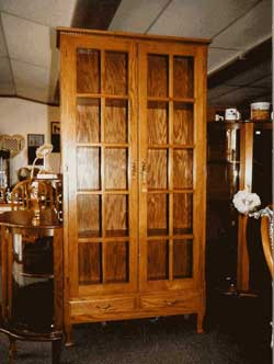 Amish Custom Made Oak Collector Cabinet with Queen Anne Legs