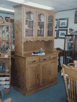 Amish Custom Made Oak Hutch With Scalloped Edge Opening